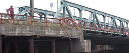 Auto_von Brücke